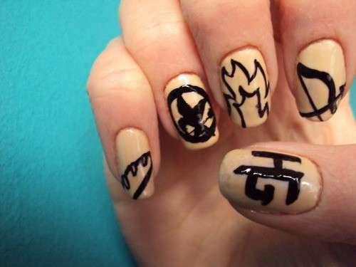 Nail art nude di Hunger Games