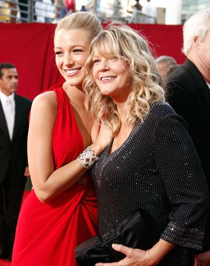 Blake Lively sul red carpet con la mamma