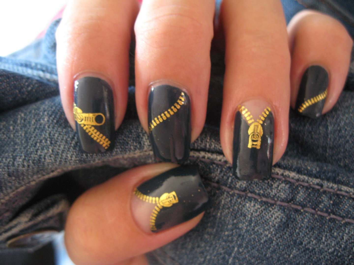 Le zipper nails
