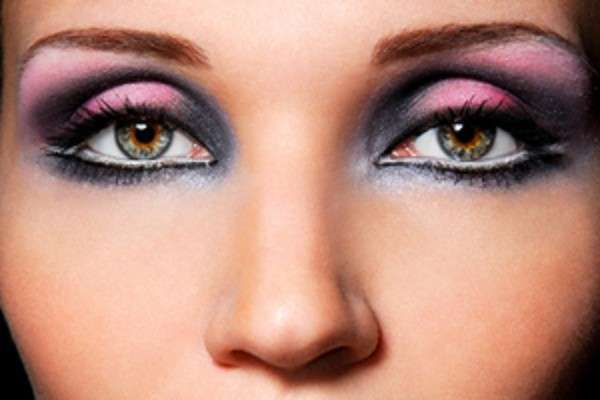 Makeup rosa con smokey-eye