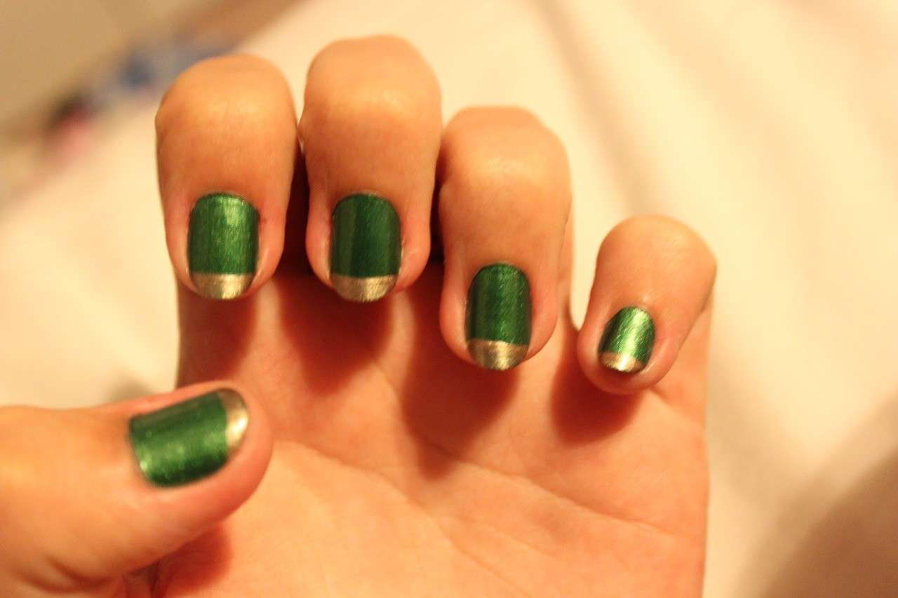 French manicure di Loki