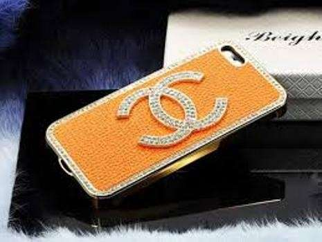 Cover arancione di Chanel