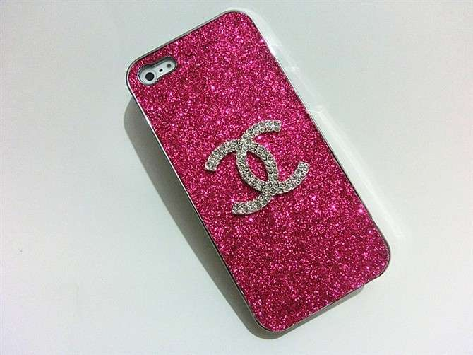 Cover Chanel con brillantini