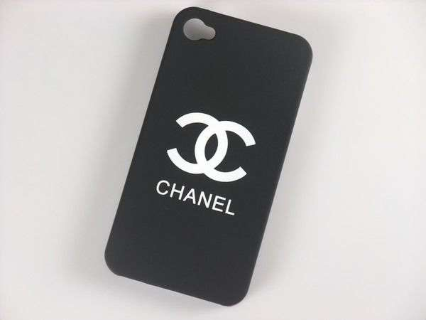 Cover nera di Chanel