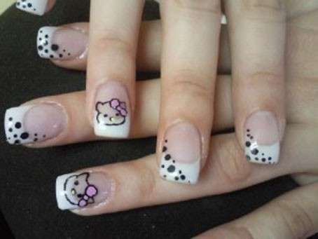 Classico french manicure di Hello Kitty