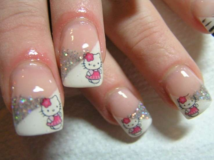 French manicure di Hello Kitty