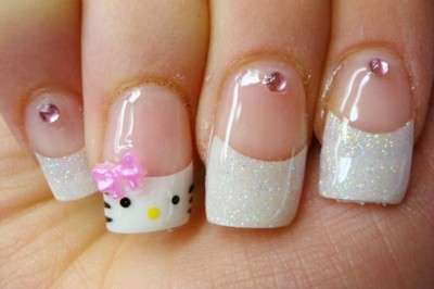 French manicure glitterato di Hello Kitty