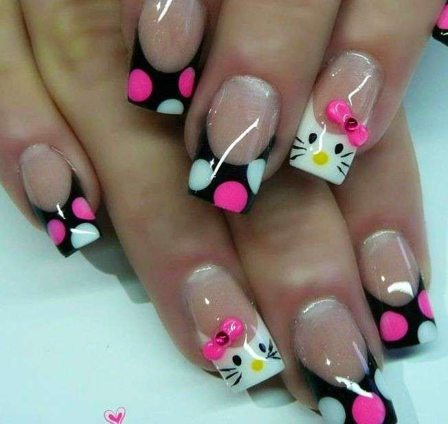 French manicure nero con pois di Hello Kitty