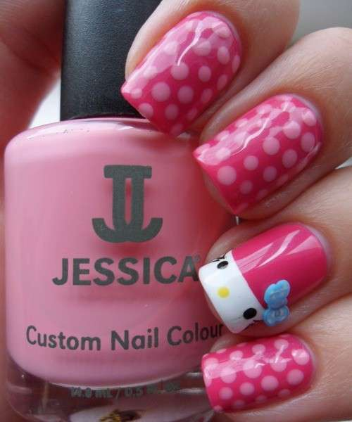 Nail art a pois di Hello Kitty