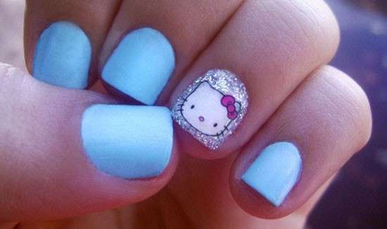 Nail art di Hello Kitty in tiffany