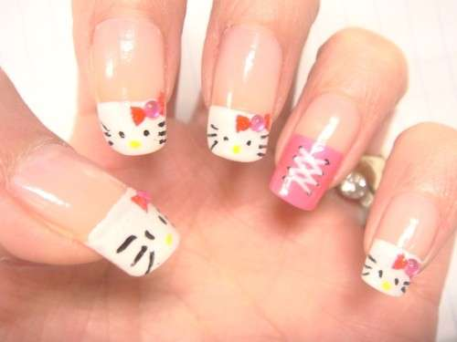 Nail art di Hello Kitty rosa