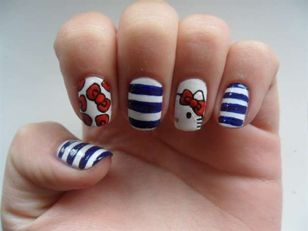 Nail art marinara di Hello Kitty