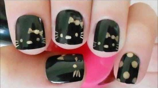 Nail art nera di Hello Kitty
