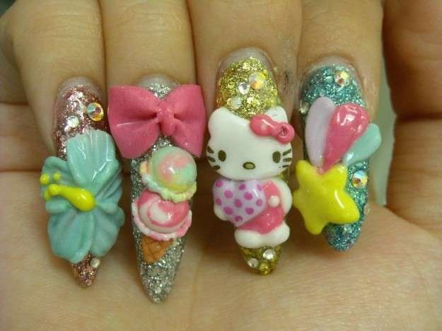 Particolare nail art di Hello Kitty