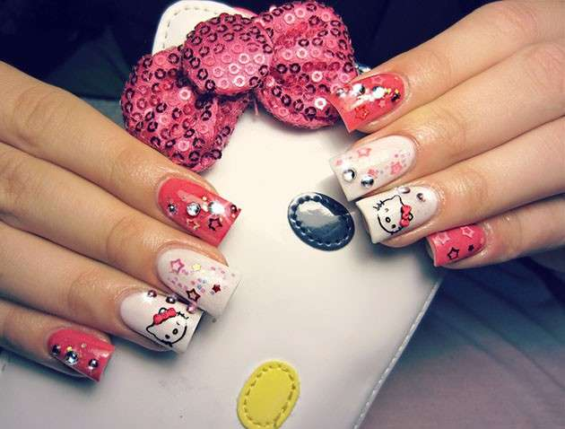 Romantica nail art di Hello Kitty