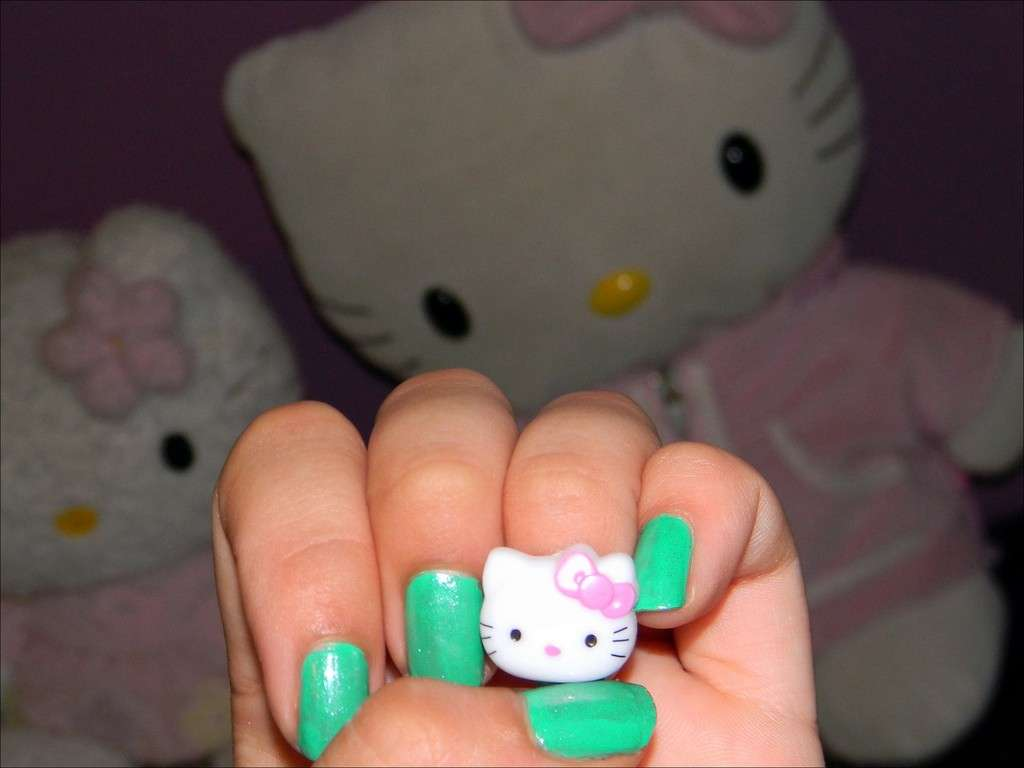 Semplice idea per una nail art di Hello Kitty