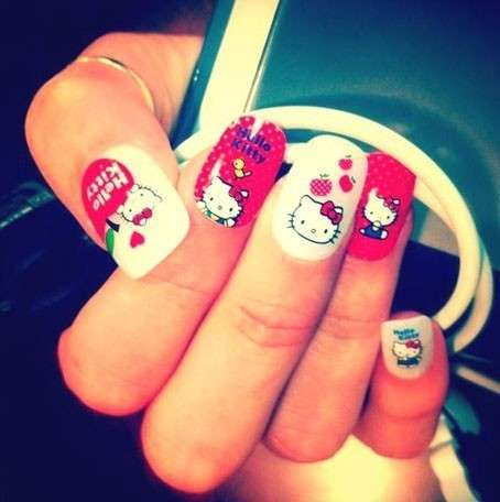 Simpatica nail art di Hello Kitty