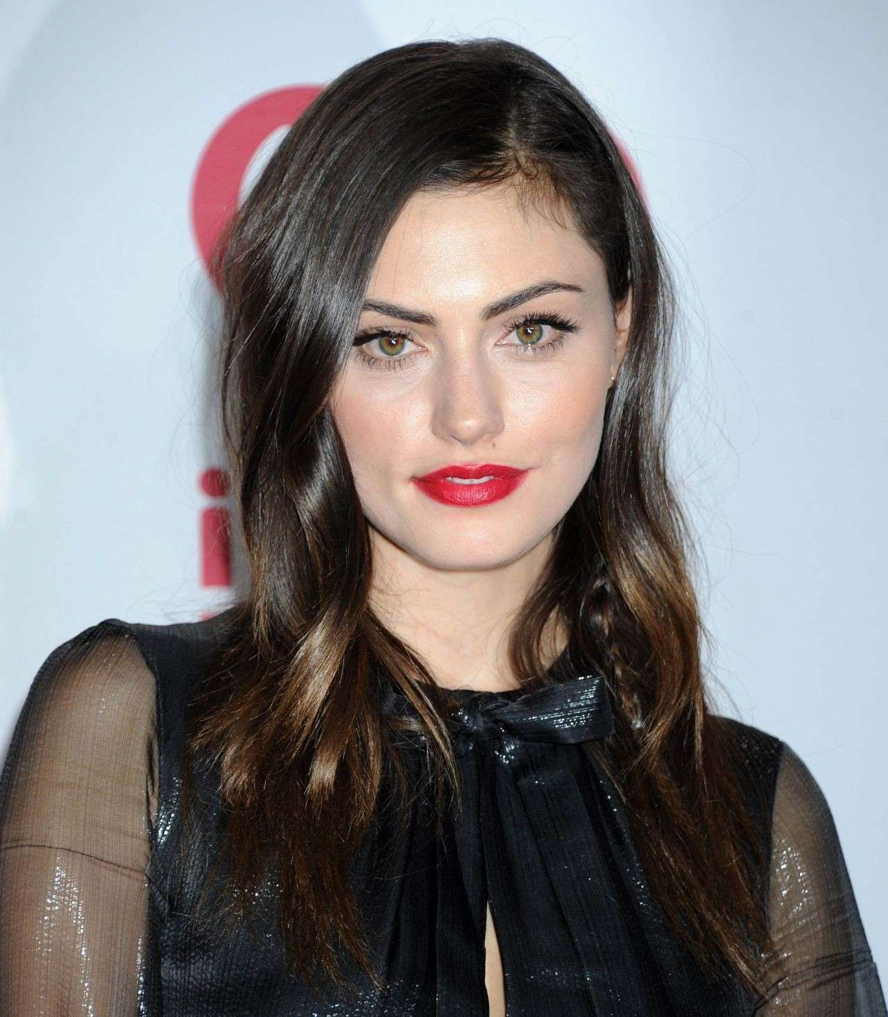 Phoebe Tonkin sul red carpet