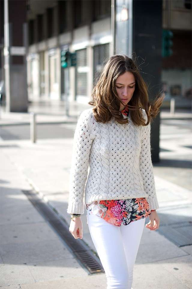 Look total white e camicia a fiori