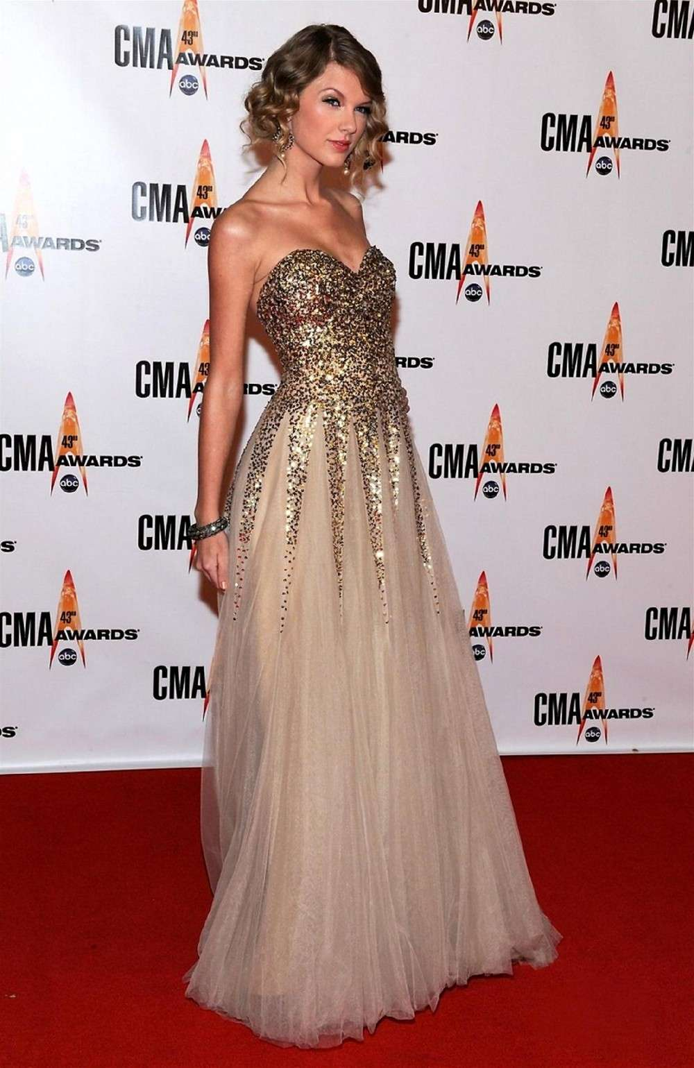 Taylor Swift con abito in tulle e paillettes