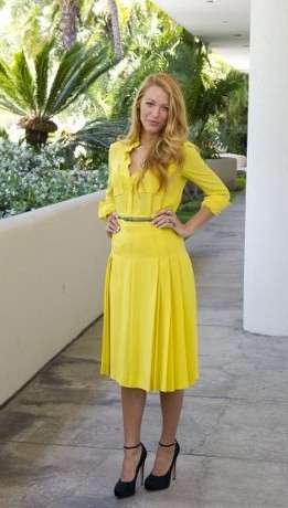 Blake Lively in giallo