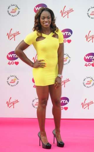 Sloane Stephens in tubino giallo