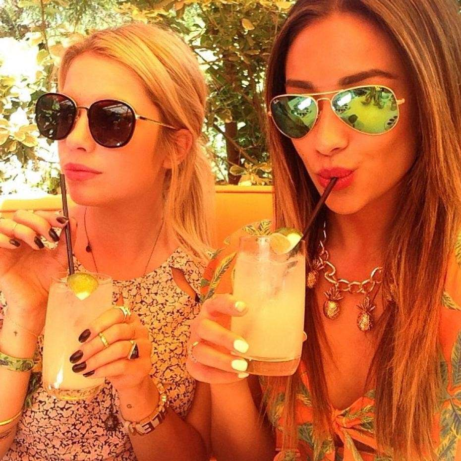 Look di Ashley Benson e Shay Mitchell su Instagram