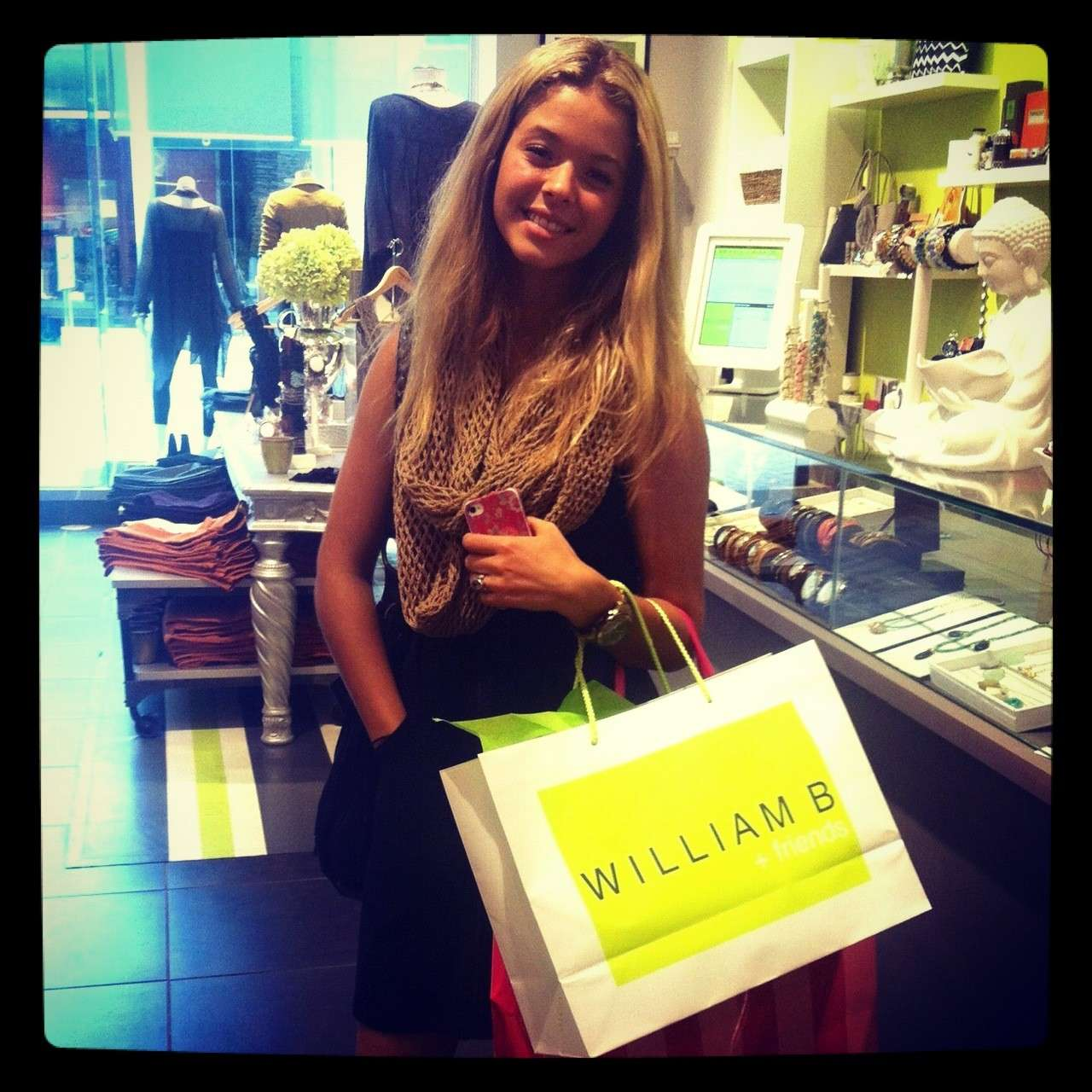 Shopping di Sasha Pieterse su Instagram
