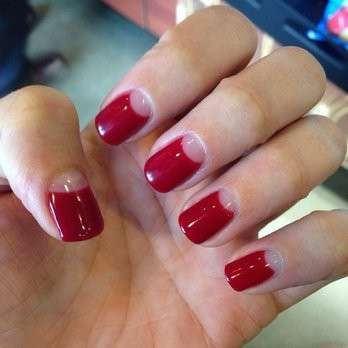 Reverse french manicure rossa