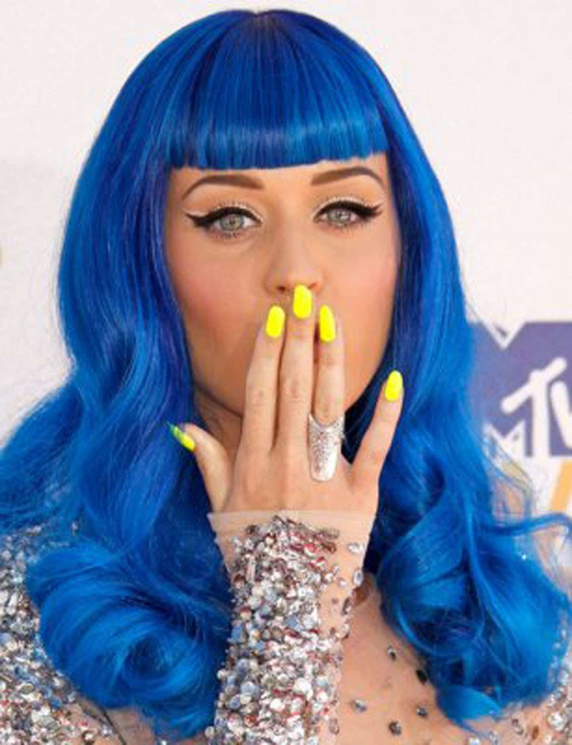Smalto giallo per Katy Perry