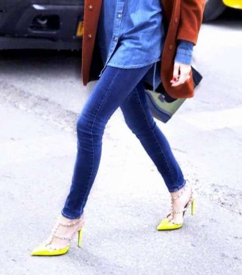 Look con pumps gialle