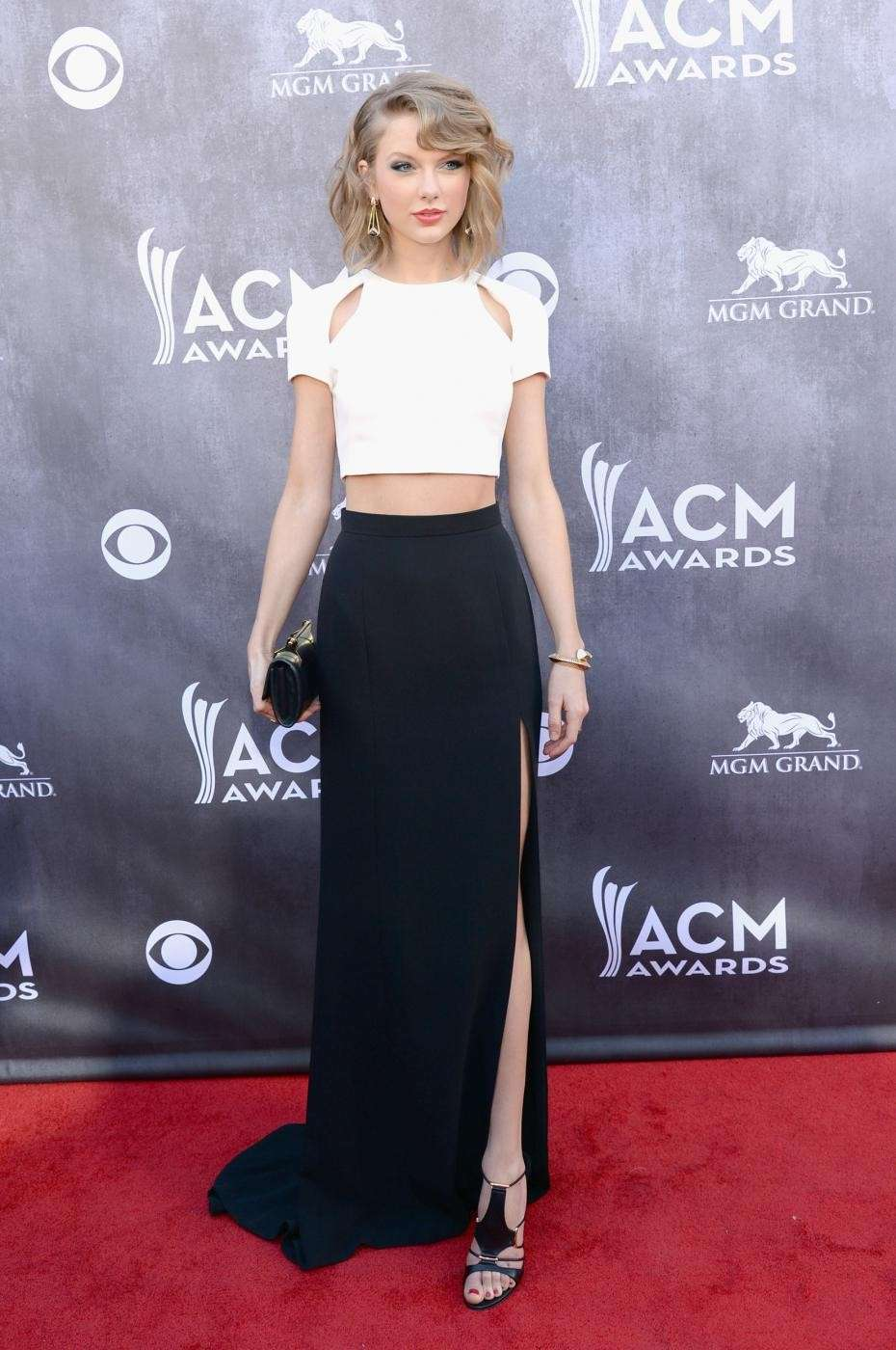 Taylor Swift sul red carpet degli acm awards