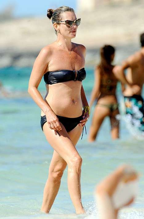 Kate Moss, acconciatura in spiaggia