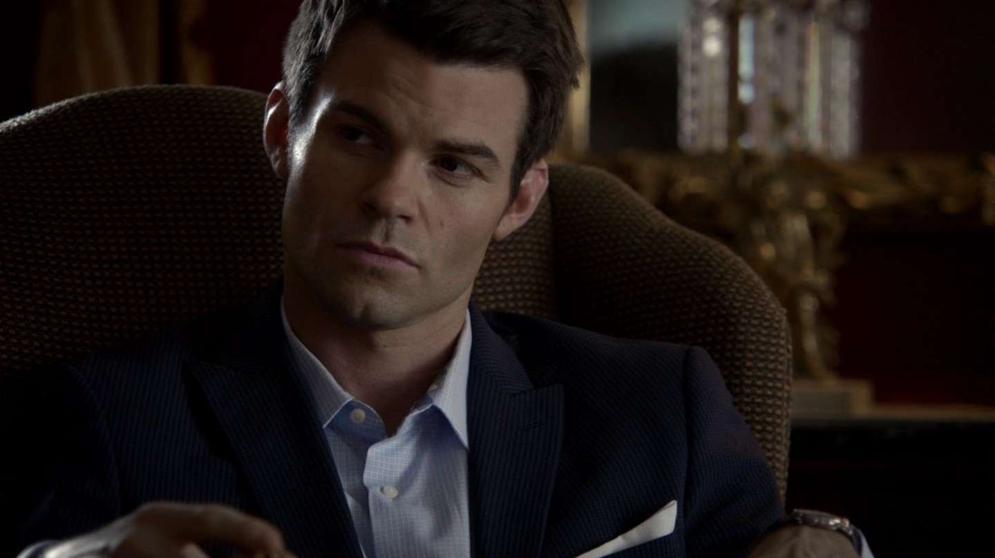 Daniel Gillies in poltrona nello show The Originals