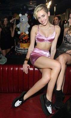 Miley Cyrus in lingerie rosa