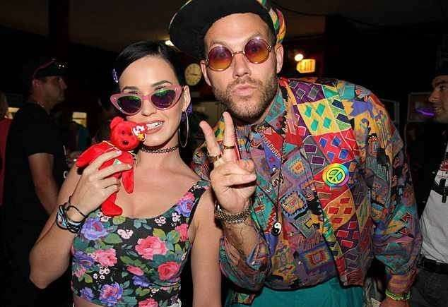 Top floreale per Katy Perry