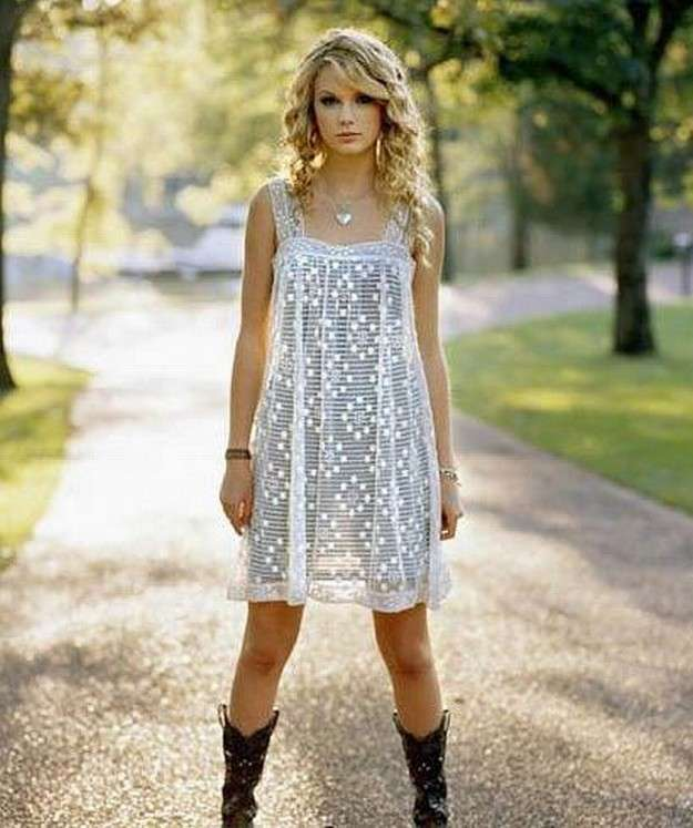 Taylor Swift con look country