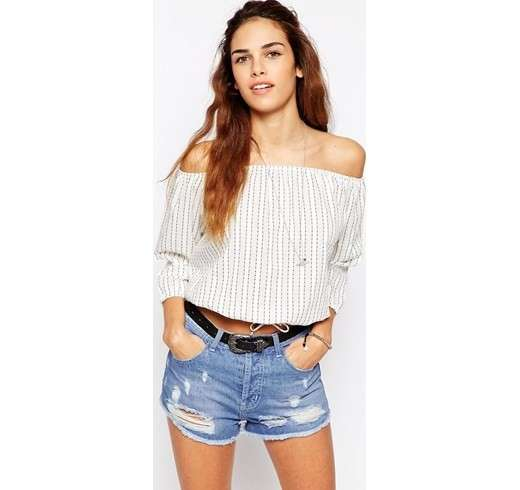 Blusa a puntini con shorts