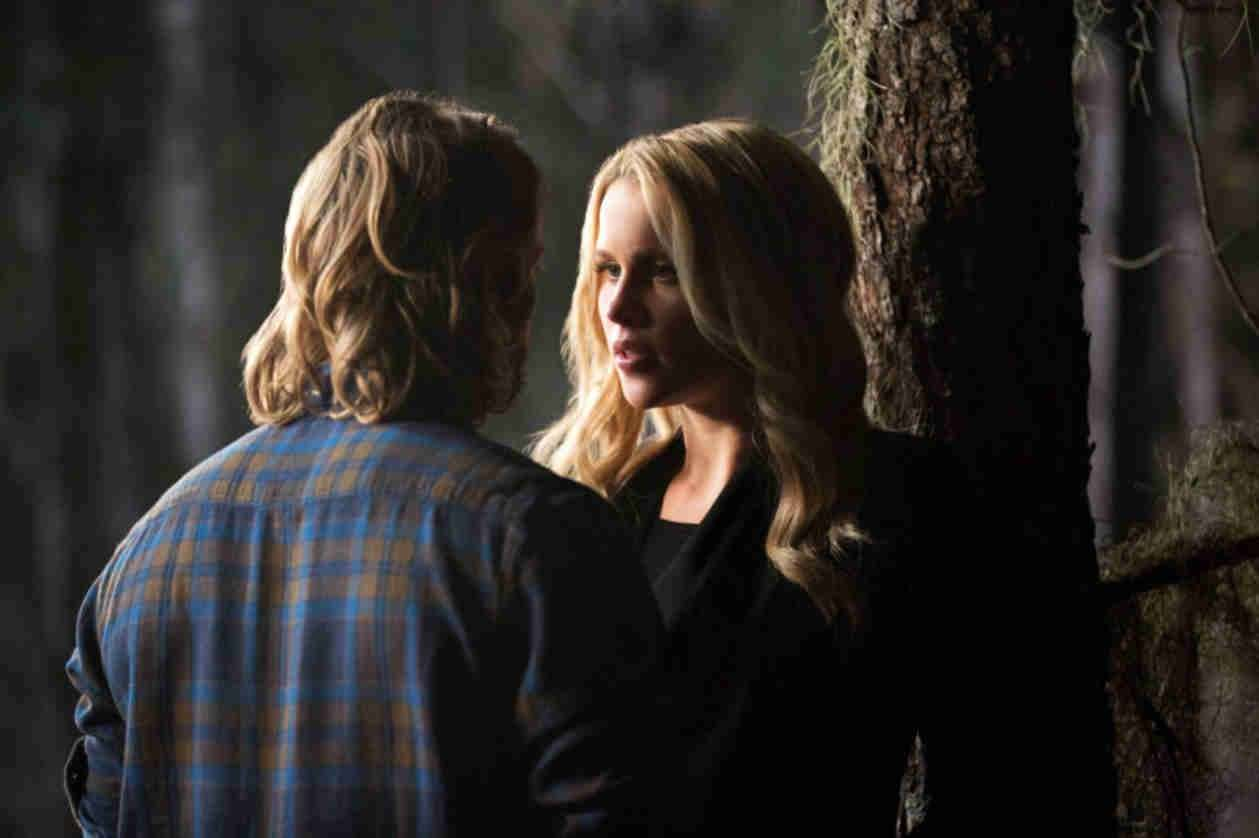 Chase Coleman e Claire Holt su set di The Originals