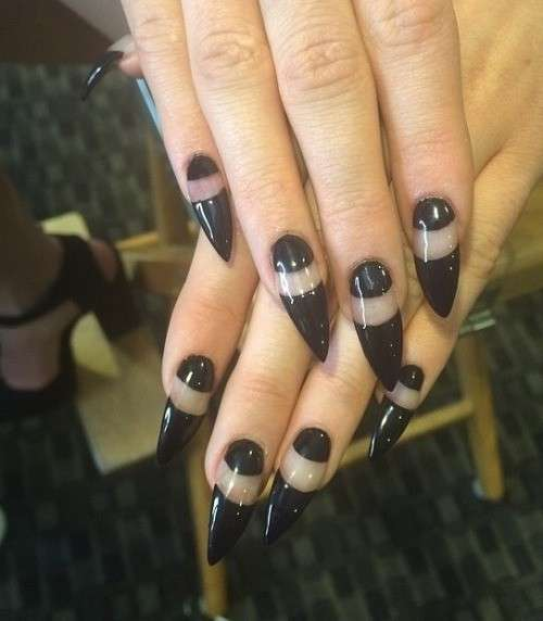 Moon manicure per Kylie Jenner