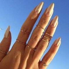 Reverse french manicure per Kylie Jenner
