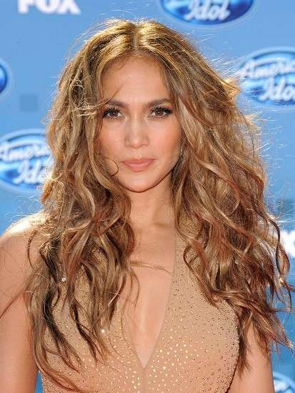 Jennifer Lopez con look spettinato