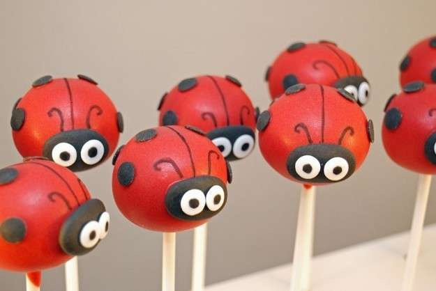Cake pops coccinelle