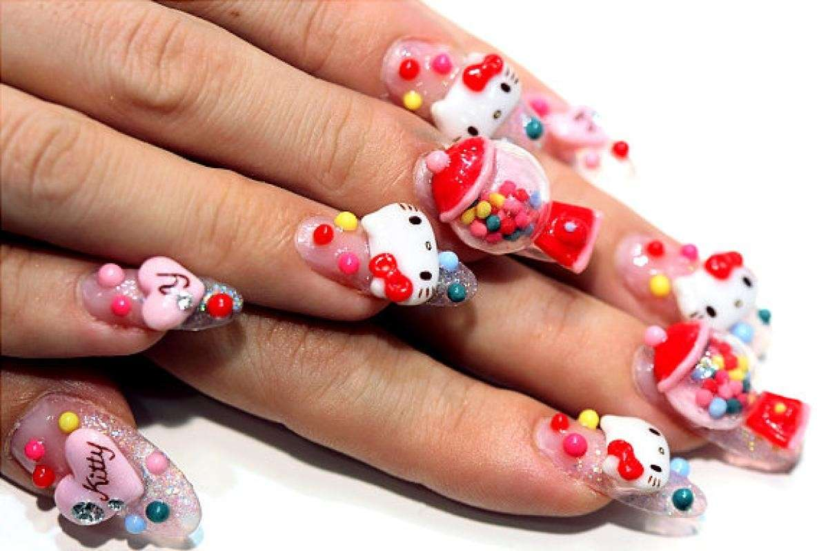 Nail art di Hello Kitty in 3D