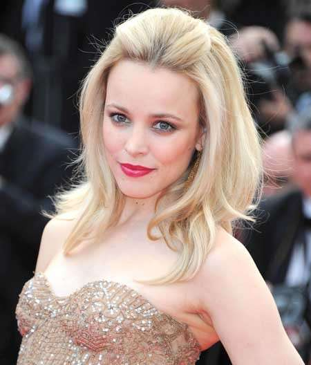 Rachel Mc Adams con rossetto rosa