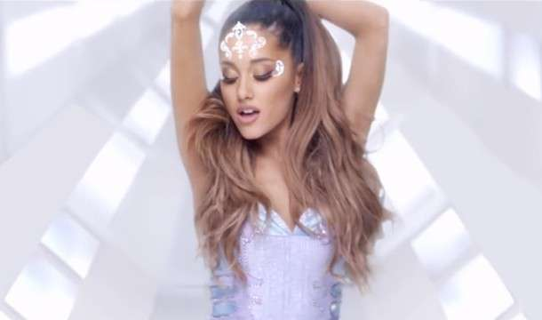 Look di Ariana Grande in Break free