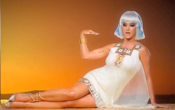Look Katy Perry in Dark horse