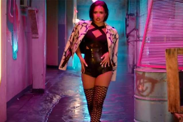 Look Demi Lovato in Cool for the summer