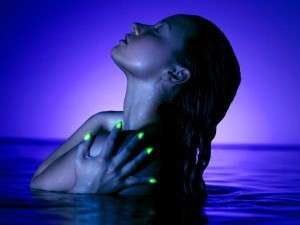 Smalto Demi Lovato in Neon lights