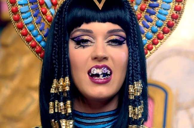 Katy Perry look in Dark Horse